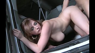 Fucking in a car is extremely sexy with this nasty stunner