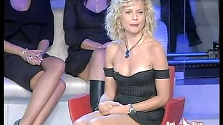Blonde super star got her famous upskirt spied on TV show