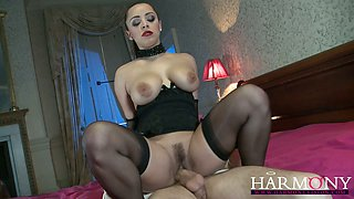 Curvy mistress Liza Del Sierra treats her slave Danny D with her pussy