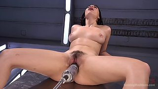 violet starr fists herself to orgasm after getting drilled by a fucking machine
