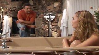 Topshelf babysitter in the bath