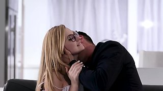 Petite Alexa Grace gets a hard fuck with a bigcock