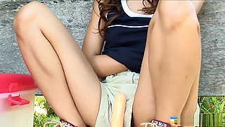Vicky Pareemon loves nature and loves to be au natural to toy herself