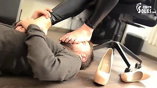 erotic feet - mafia boss´s daughter and her footboy