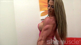 Sexy Female Bodybuilder Shows Off Perfect Body