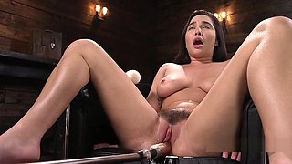 Curved Busty Babe Fucking Machine And Squirting