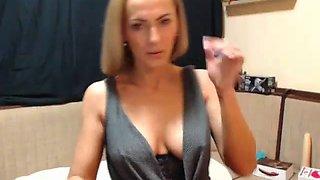 sexy gorgeous mom webcam show flashing