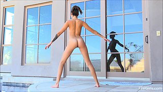 Flexible sugar Roxanna showing off her gorgeous nude body