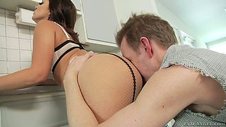 Liza del Sierra facesits a plumber Mark Wood