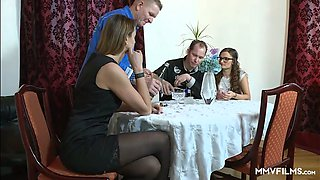 Lusty housewife Liss Longlegs lures neighbor and gets cunnilingus