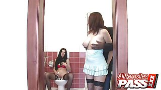 Lellou And Lea Mage toilet 3some