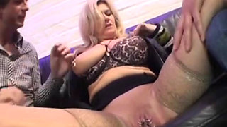 Blonde huge boobs granny in anal threesome