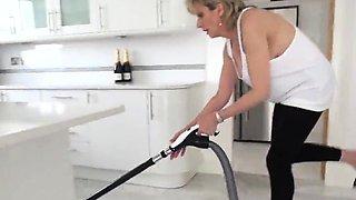Cheating uk mature lady sonia showcases her heavy boobies