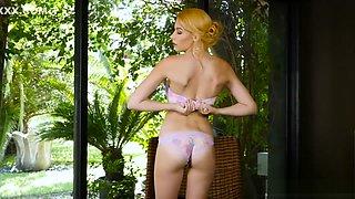 Twistys - Penelope Lynn Rubs her clit for all her fans