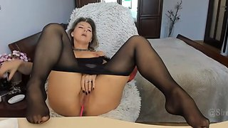 Webcam mature in black pantyhose