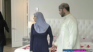 Thick Hijab Virgin Fucked On Her Wedding Night