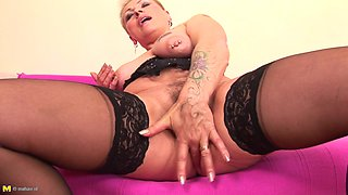Lissa is a mature chick with pierced nipples who loves her pussy