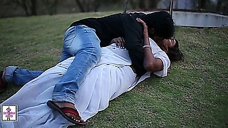 Mallu Aunty Hot Romance with Husband's Friend in Park