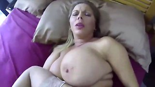 My mom excites me when she sleep naked she has nice ass and wet pussy