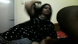 Blowjob by Sexy Aunty in Saree Live Now-cambirds DoT com
