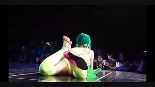 katy jerk off challenge (front row)