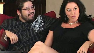 Elegant and curvy brunette milf in black dress wants cunnilingus