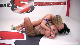 Watch wild catfight with big bottomed Dee Williams and curvy opponent