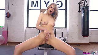 Slim chick Eva is masturbating her hungry hole at the gym