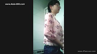 chinese girls go to toilet.88