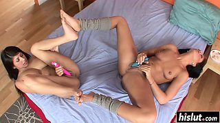 Clit licking with amazing curvy lesbians