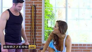 Brazzers - Big TITS in Sports - Abigail Mac & Nicole Aniston & Charles Dera - Gym And Juice