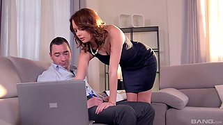 Naughty secretary Emily Thorne lets her boss fuck her in the ass