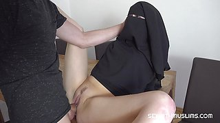 Kinky muslim niqab girl