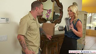 Ardent housewife Sydney Hail ends up quarrel with a steamy blowjob