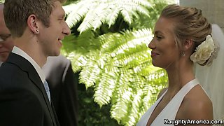 Nicole Aniston cheats on her fiance at the wedding day