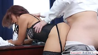 lady boss raven redmond fucks an interviewee to check his skills