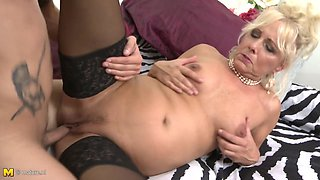 Taboo sex with mom Lea and kinky son
