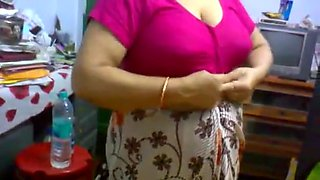 Desi Mature Aunty Saree Change Showing Big Boobs In Bra