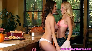 Gorgeous lesbo queens her gf in the kitchen